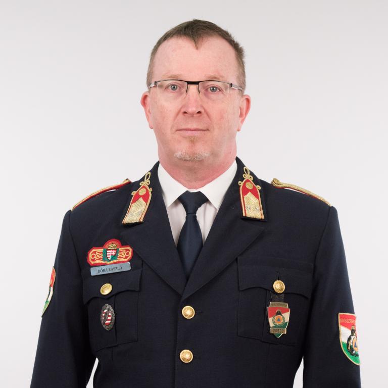 Dóra László