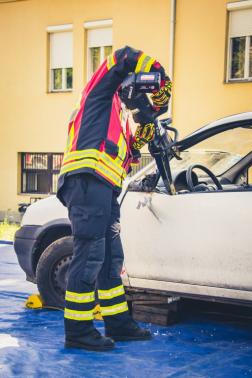 akkumulátoros műszaki mentő eszközök adományozása